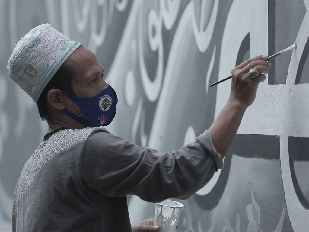 Kampung ini Menyebarkan Agama Islam Lewat Mural Kaligrafi