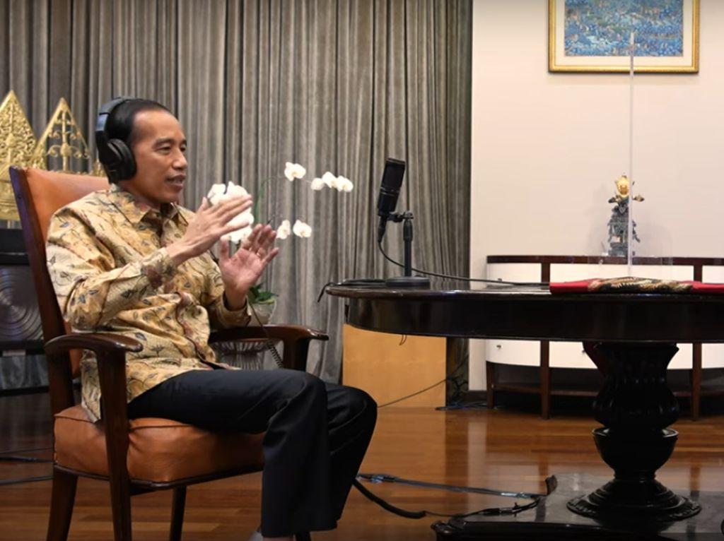 Analisis Gestur Podcast Hardiknas: Jokowi Kesal-Nadiem Gugup
