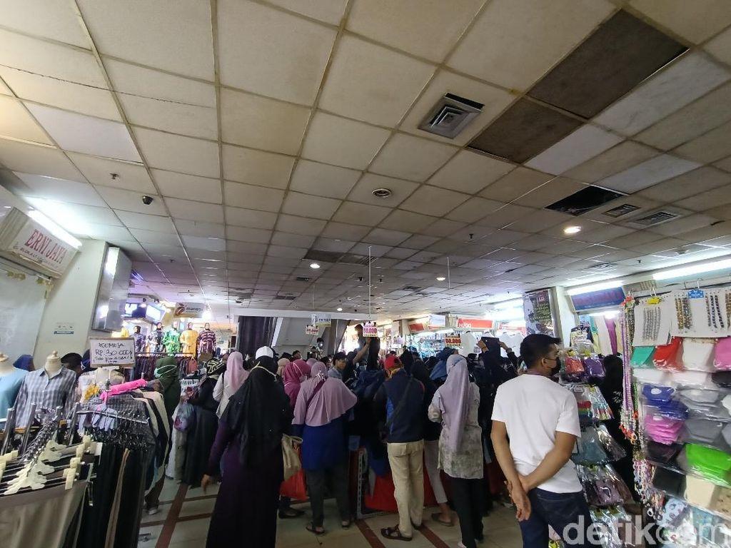 Pasar Tanah Abang Berjubel, Pemprov DKI Ringkas 20 Pintu Masuk