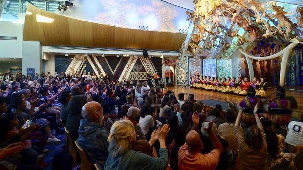 Penampilan Caraka Seni membawakan Tari Saman Aceh di UNESCO International Dance Day, Wellington, Selandia Baru, Minggu (2/5).