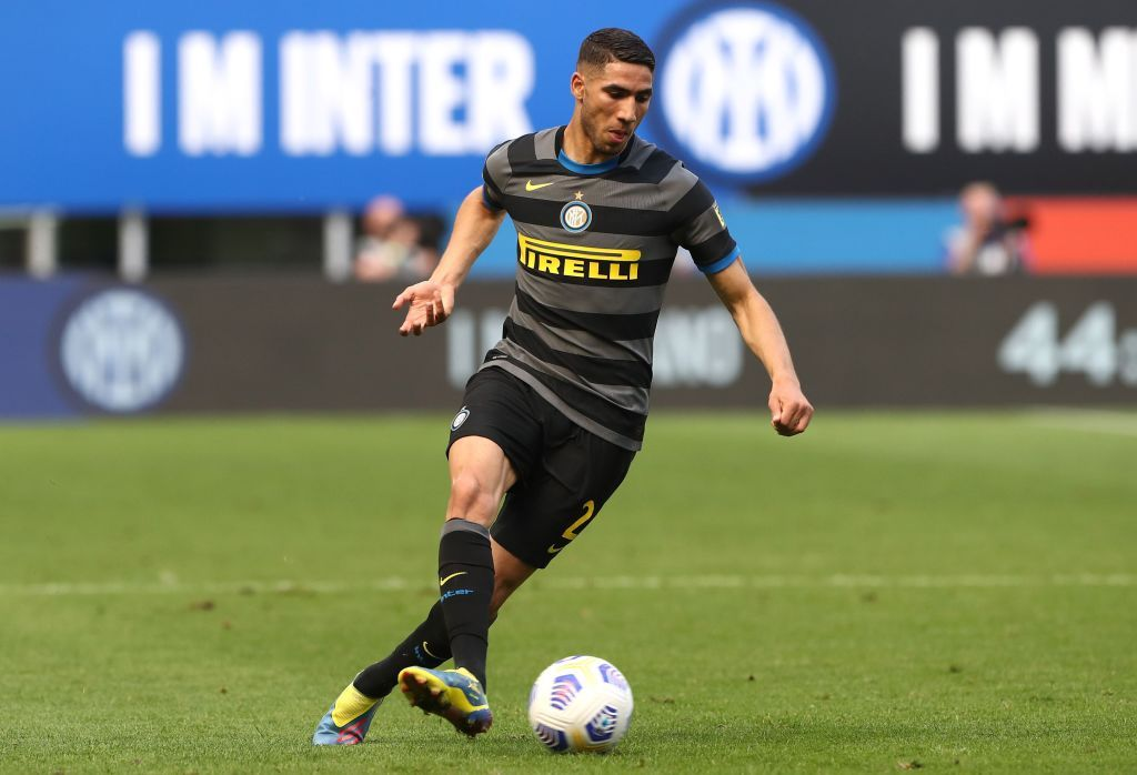 MILAN, ITALY - APRIL 25: Achraf Hakimi of FC Internazionale in action during the Serie A match between FC Internazionale and Hellas Verona FC at Stadio Giuseppe Meazza on April 25, 2021 in Milan, Italy. Sporting stadiums around Italy remain under strict restrictions due to the Coronavirus Pandemic as Government social distancing laws prohibit fans inside venues resulting in games being played behind closed doors. (Photo by Marco Luzzani/Getty Images)