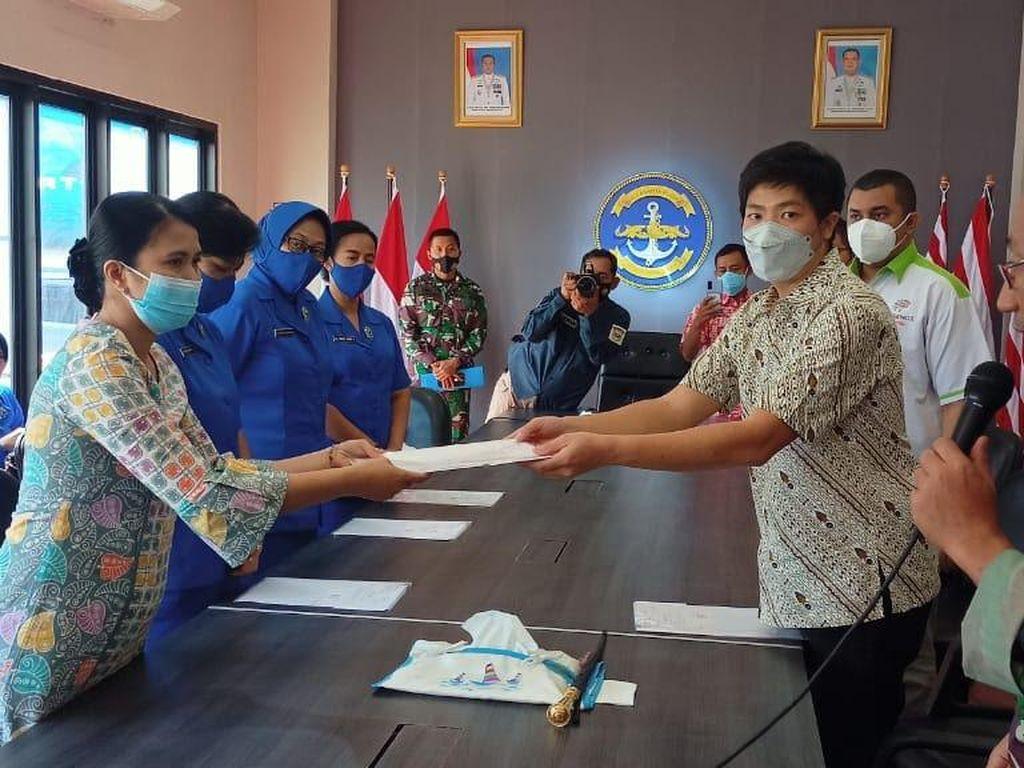 53 Ahli Waris Crew KRI Nanggala 402 Terima Santunan dari Sido Muncul
