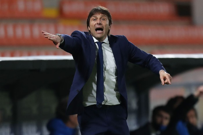 LA SPEZIA, ITALY - APRIL 21: Antonio Conte manager of FC Internazionale gestures during the Serie A match between Spezia Calcio  and FC Internazionale at Stadio Alberto Picco on April 21, 2021 in La Spezia, Italy.  (Photo by Gabriele Maltinti/Getty Images)