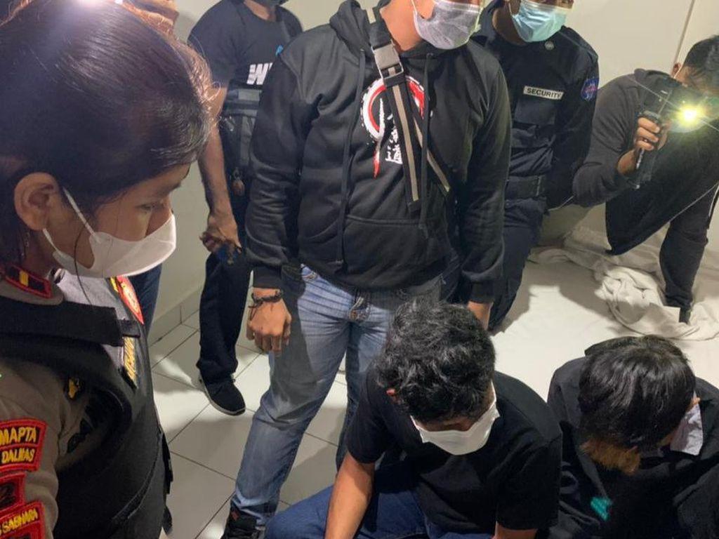 15 Pasangan Mesum-2 Gadis Terjaring Operasi, Polisi Sita 12 Pak Kondom