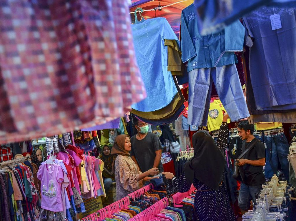 Jelang Lebaran, Warga Solo Barter Pakaian di Komunitas Joli Jolan