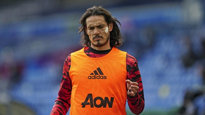 Manchester Uniteds Edinson Cavani warms-up on the touchline during the English Premier League soccer match between Leeds United and Manchester United at Elland Road in Leeds, England, Sunday April 25, 2021. (AP Photo/Jon Super, Pool)
