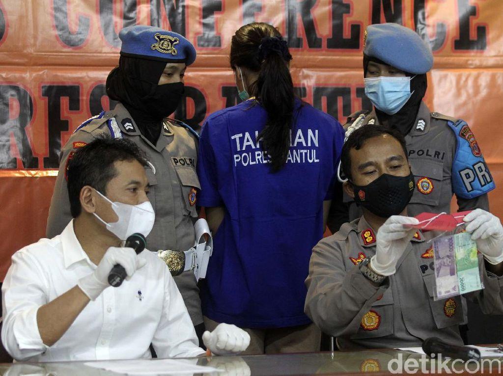 Polisi Akui Kesulitan Buru R, Pria yang Ajari Nani Racik Takjil Sianida