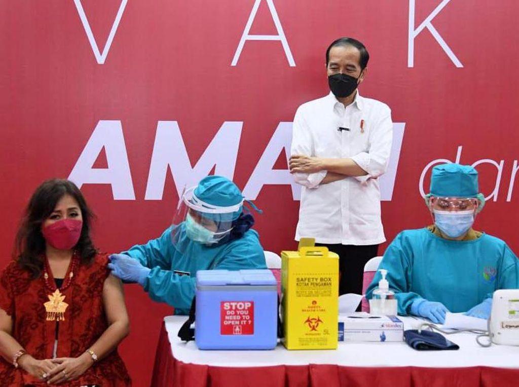 Jokowi Akan Beri Vaksinasi Corona Ke-3 untuk 1,47 Juta Nakes