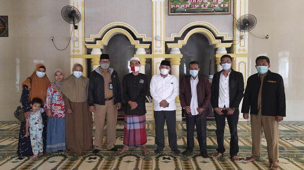Kepala Kementerian Agama Kota Bekasi Shobirin mendatangi Masjid Al Amanah, Harapan Indah, Kecamatan Medan Satria, Kota Bekasi, Senin (3/5).