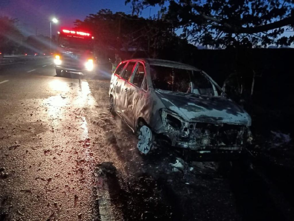 Mobil Pemudik Asal Demak Terbakar di Sidoarjo