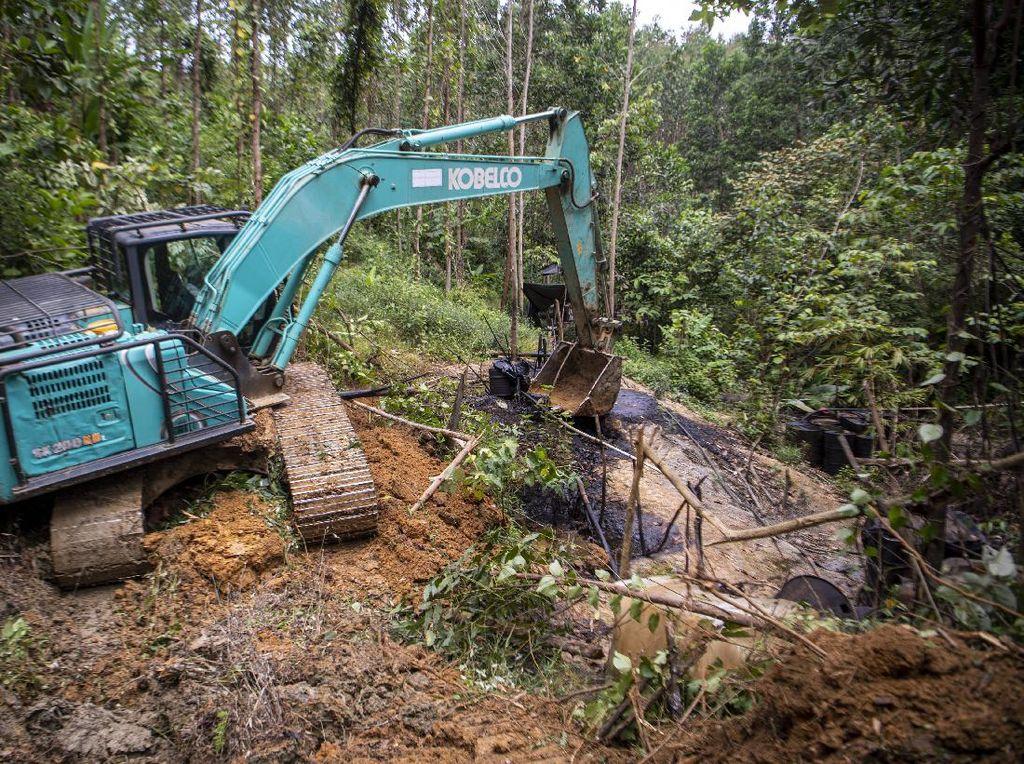 Polisi Tutup Lebih dari 1.000 Sumur Minyak Ilegal di Muba Sumsel!