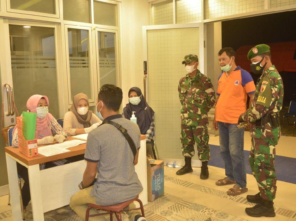 Puluhan TKI yang Mudik Jalani Karantina di Rusunawa Lamongan