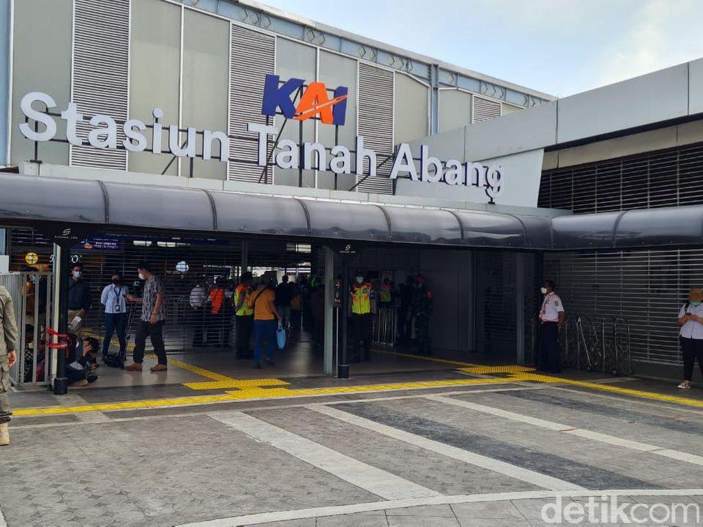 Penumpang KRL di Palmerah-Karet Naik, Tanah Abang Kini Layani Transit