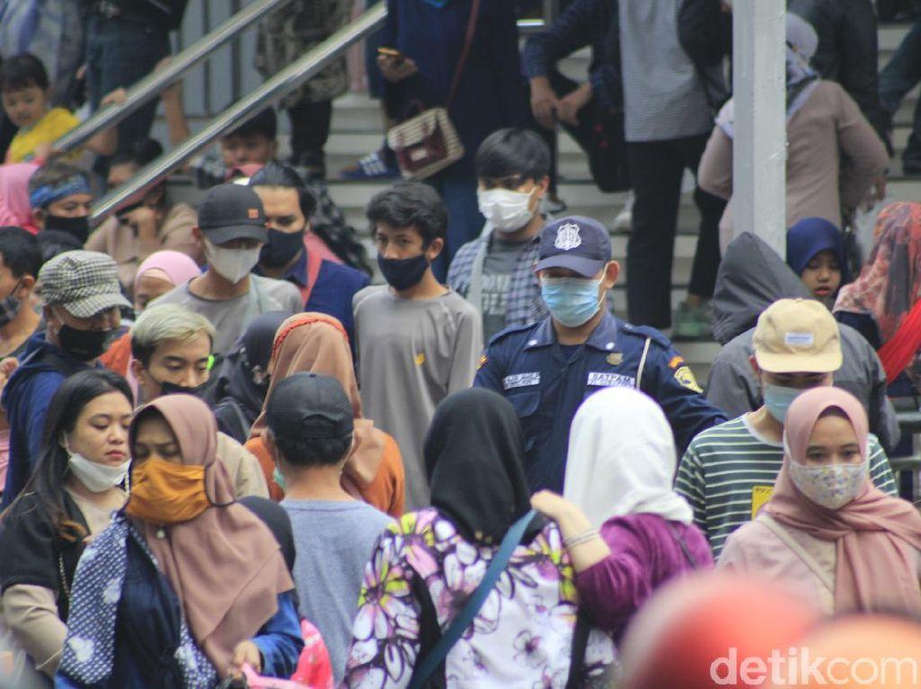 Warga Serbu Pusat Belanja, Satpol PP Bandung Perketat Pengawasan