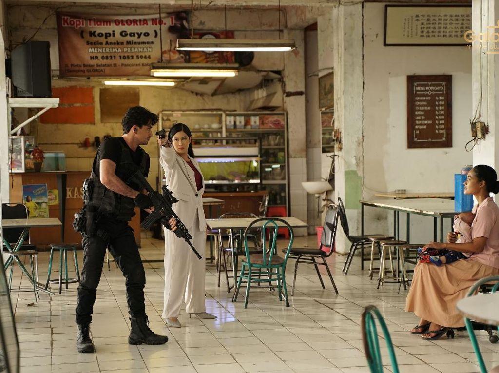 Angga Dwimas Sasongko Uji Galaxy S21 Ultra Bikin Film Pendek Action