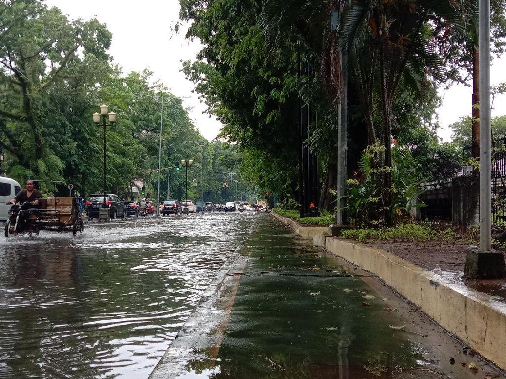 Sejumlah Jalan di Medan Tergenang Air Usai Diguyur Hujan