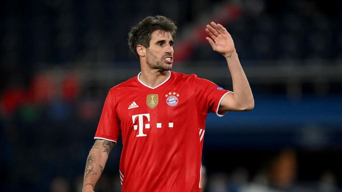 PARIS, FRANCE - APRIL 13: Javi Martinez of FC Bayern Muenchen reacts during the UEFA Champions League Quarter Final Second Leg match between Paris Saint-Germain and FC Bayern Munich at Parc des Princes on April 13, 2021 in Paris, France. Sporting stadiums around France remain under strict restrictions due to the Coronavirus Pandemic as Government social distancing laws prohibit fans inside venues resulting in games being played behind closed doors. (Photo by Matthias Hangst/Getty Images)