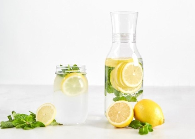 Lemon Mint Infused Water bisa menjadi alternatif paling baik ketika menghadapi masalah dehidrasi dan bau mulut ketika berpuasa.