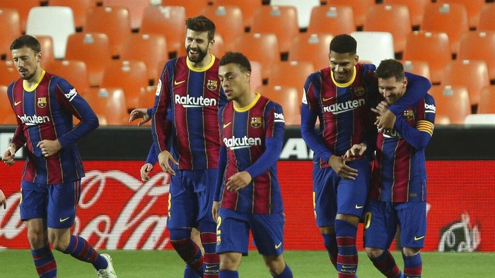 Barcelonas Lionel Messi celebrates with team mates scoring his sides 3rd goal during the Spanish La Liga soccer match between Valencia and Barcelona at the Mestalla stadium in Valencia, Spain, Sunday, May 2, 2021. (AP Photo/Alberto Saiz)