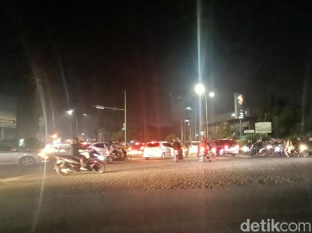 Jelang Sahur, Banyak Pemudik Melintas di Jalan Karawang