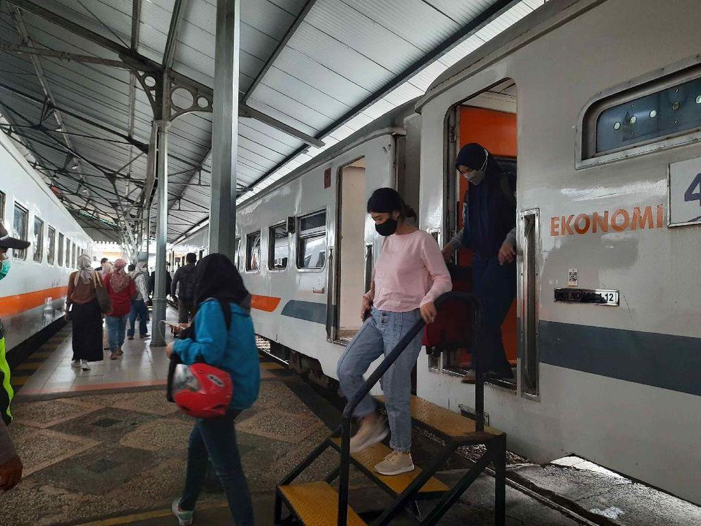KA Jarak Jauh di Stasiun Surabaya Belum Ada Lonjakan Jelang Larangan Mudik