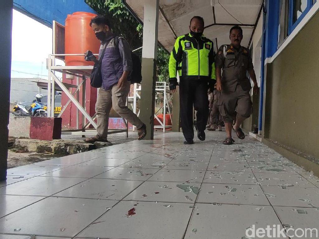 Protes Ditertibkan, Pedagang Bentrokan dengan Satpol PP Cianjur