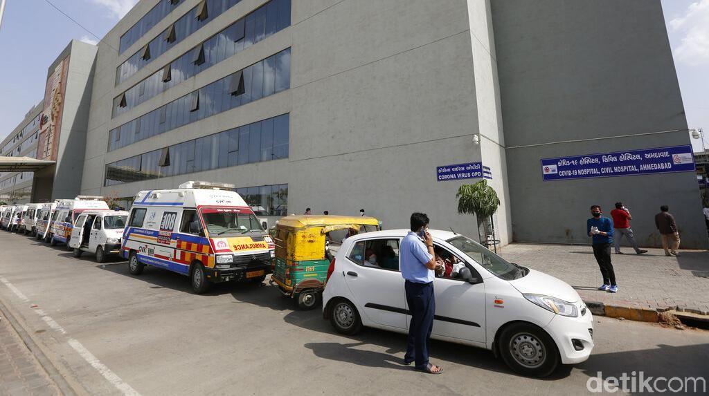 Potret Antrean Ambulans Pasien Corona di India