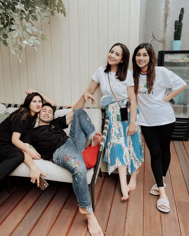 Raffi Ahmad, istri dan adik-adik