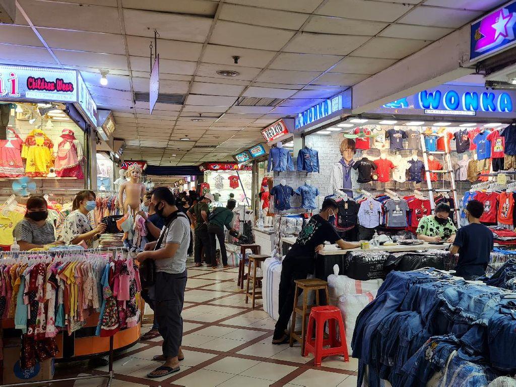 Pasar Tanah Abang Sepi Pagi Ini, Tak Ada Kerumunan Pengunjung
