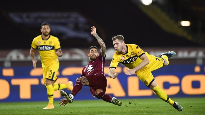 Players fight for the ball during the Italian Serie A soccer match between Torino and Parma at the Olimpico Grande Torino stadium in Turin, Italy, Monday, May 3, 2021. (Fabio Ferrari/LaPresse via AP)