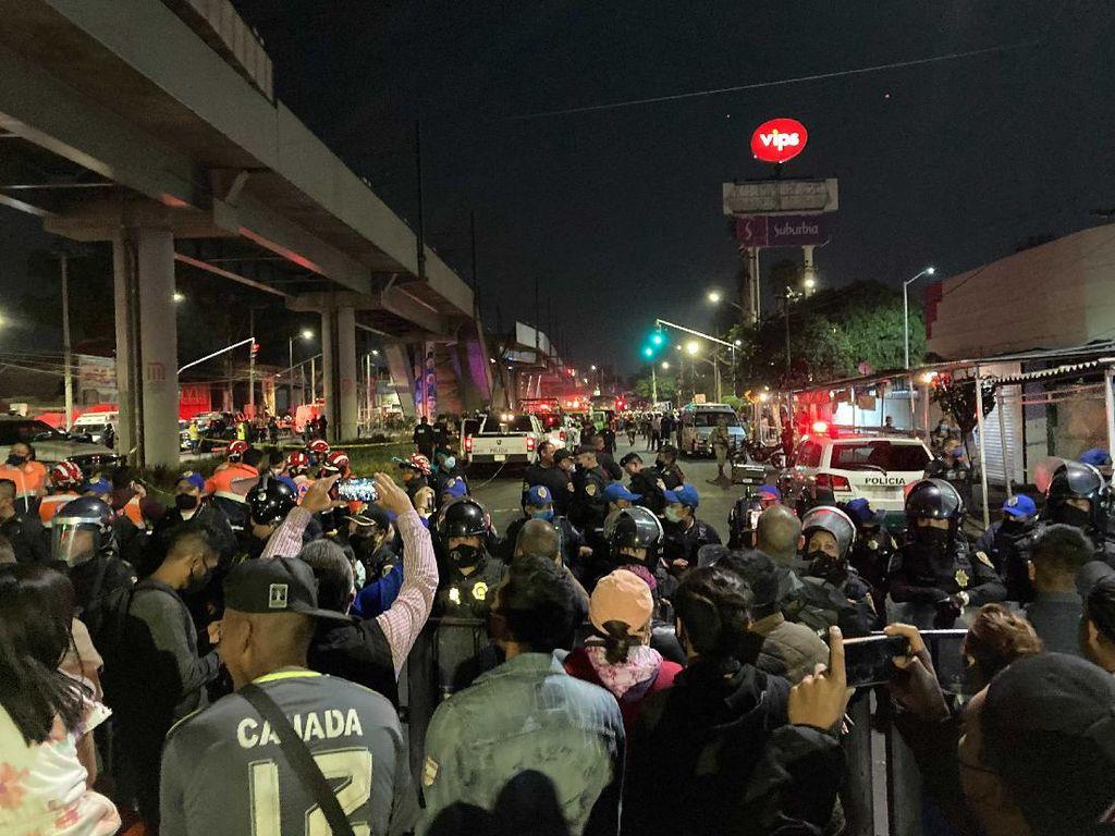 Ngeri! Rel Layang Mexico City Ambruk saat KA Melintas, 23 Orang Tewas