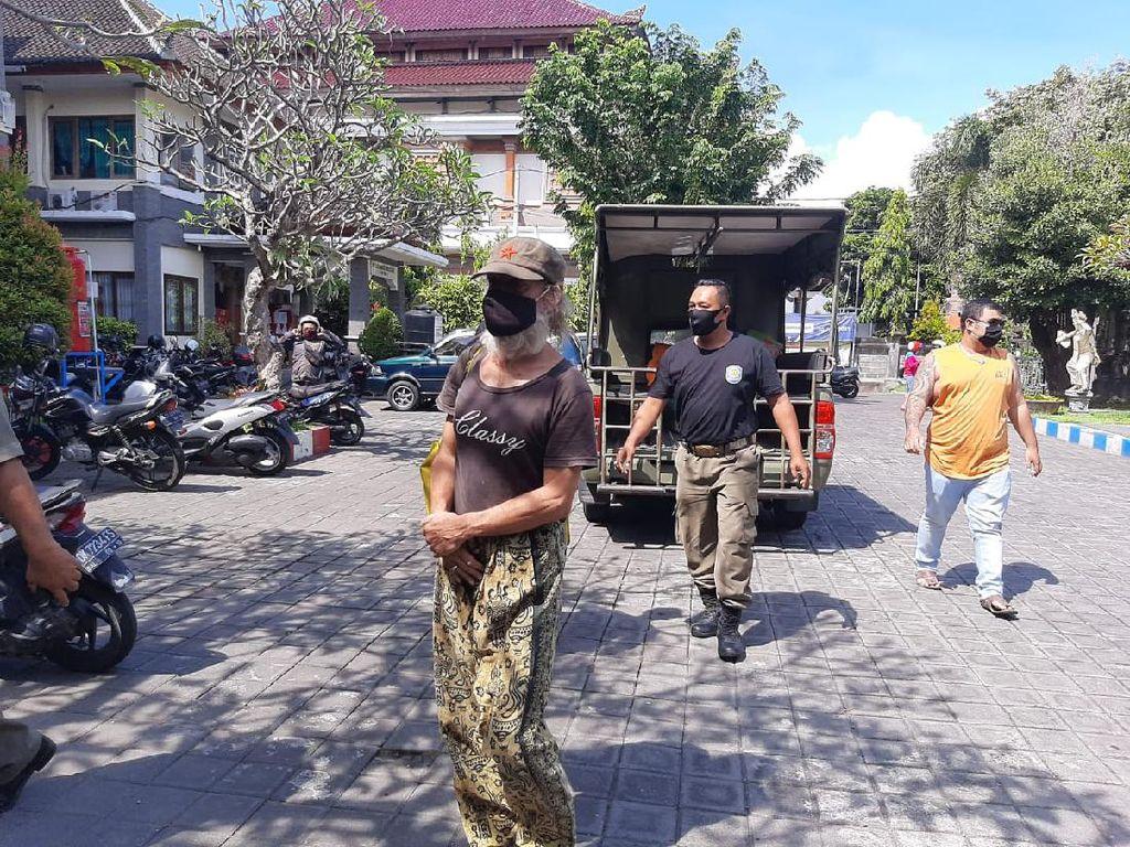 Imigrasi Segera Deportasi WNA Italia yang Menggelandang di Bali
