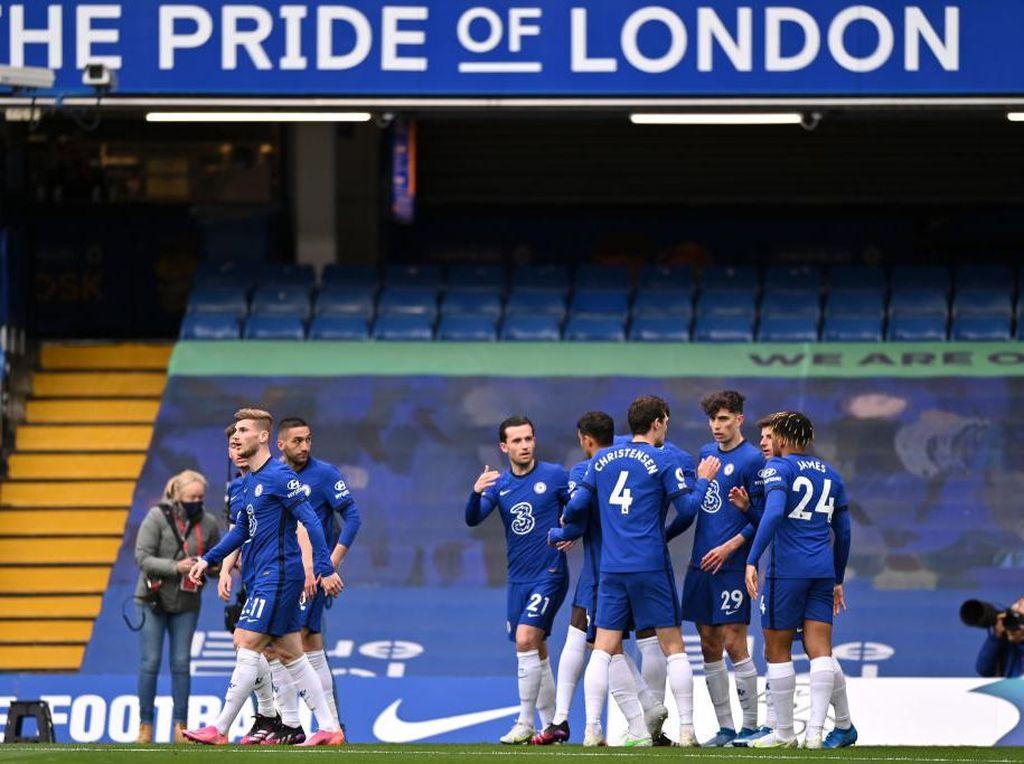 Chelsea Ditunggu Dua Final