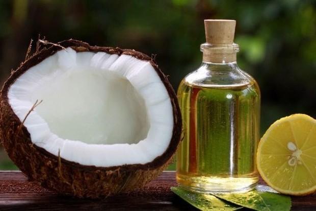foto: Minyak kelapa dan perasan lemon/freepik.com
