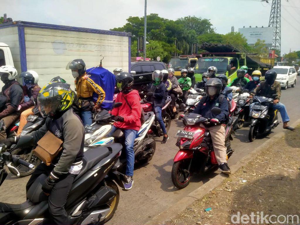 Besok Penyekatan, Arus Lalu Lintas di Pantura Cirebon Meningkat