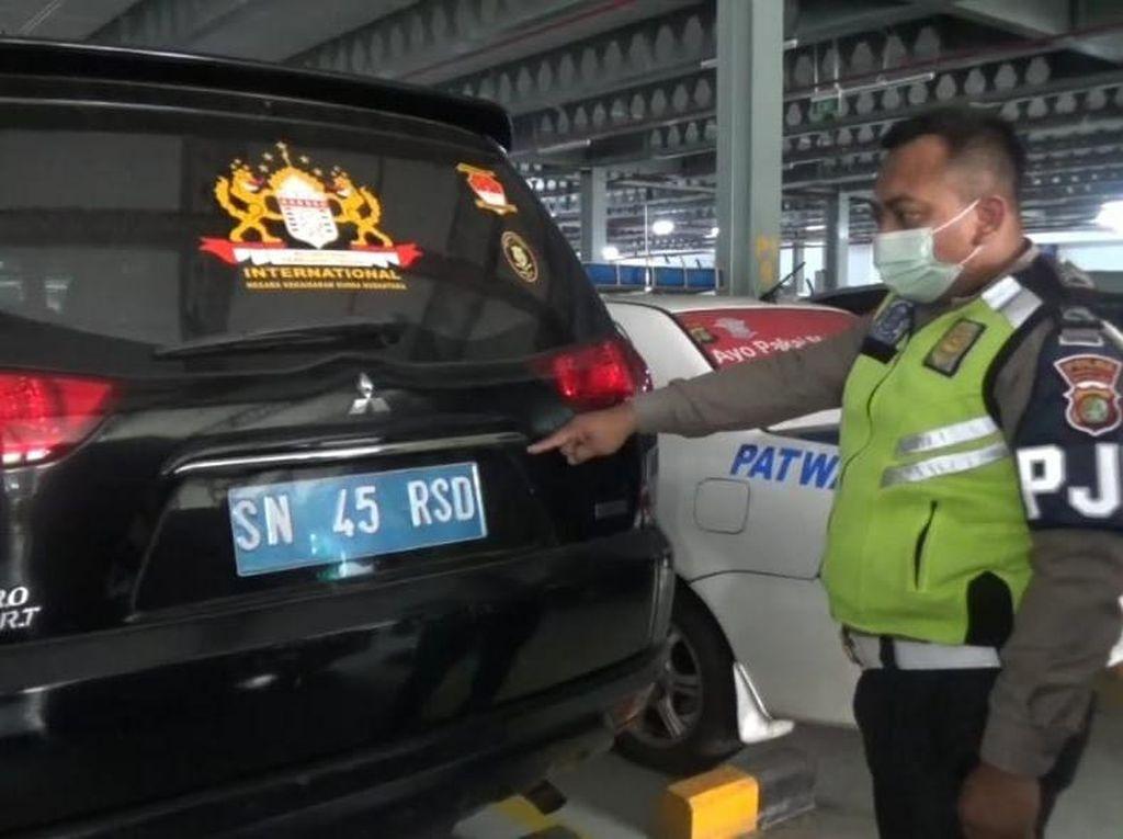 Heran Kena Tilang, Rusdi Sudah Setahun Bawa Mobil Kekaisaran Sunda
