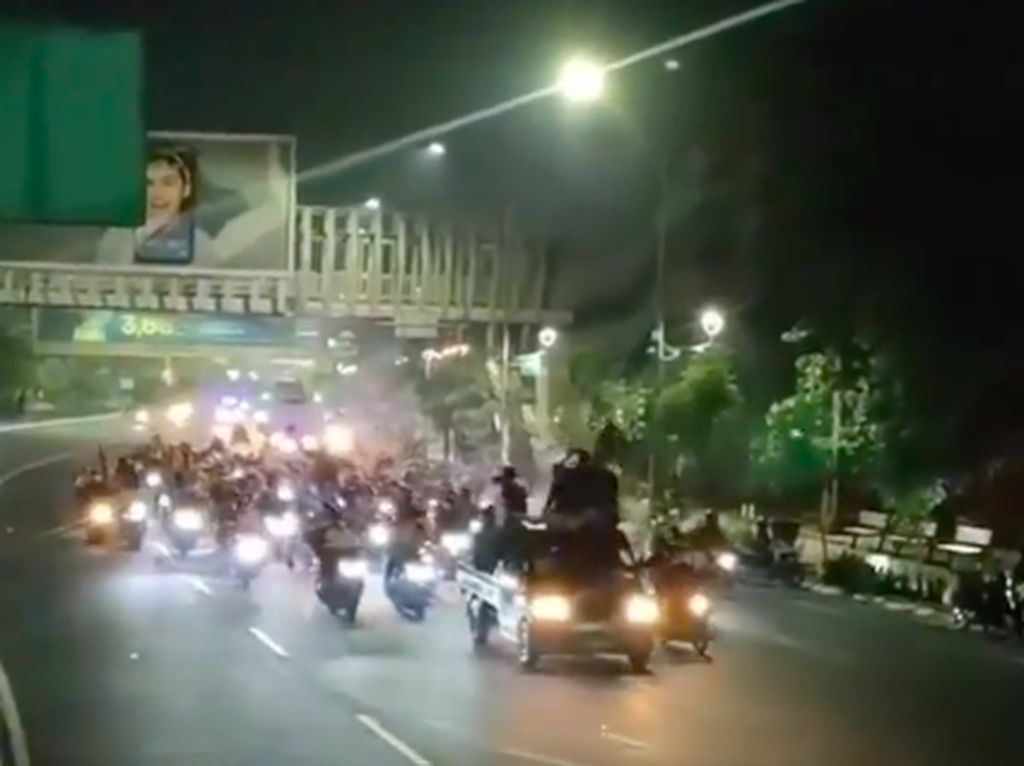 Nekat Sahur on The Road di Bekasi, Netizen: Corona Gak Ada Harga Dirinya Lagi