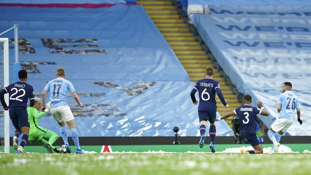 Manchester City's Riyad Mahrez, right, scores his sides first goal during the Champions League semifinal second leg soccer match between Manchester City and Paris Saint Germain at the Etihad stadium, in Manchester, Tuesday, May 4, 2021. (AP Photo/Dave Thompson)