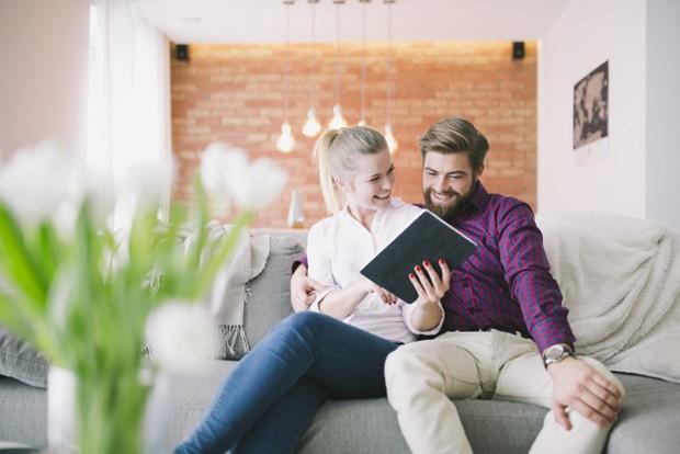 Dalam hubungan, mengalami perdebatan adalah hal yang sangat wajar. Nah, inilah alasan mengapa pria menyukai wanita yang memiliki kedewasaan emosional.