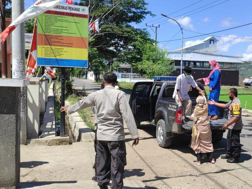Ribuan Lansia di Bima Sudah Divaksin, Polisi Setia Antar Jemput