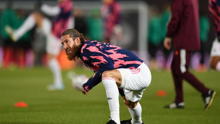 MADRID, SPAIN - DECEMBER 09: Sergio Ramos of Real Madrid warms up ahead of the UEFA Champions League Group B stage match between Real Madrid and Borussia Moenchengladbach at Estadio Alfredo di Stéfano on December 09, 2020 in Madrid, Spain. Sporting stadiums around Spain remain under strict restrictions due to the Coronavirus Pandemic as Government social distancing laws prohibit fans inside venues resulting in games being played behind closed doors. (Photo by Denis Doyle/Getty Images)