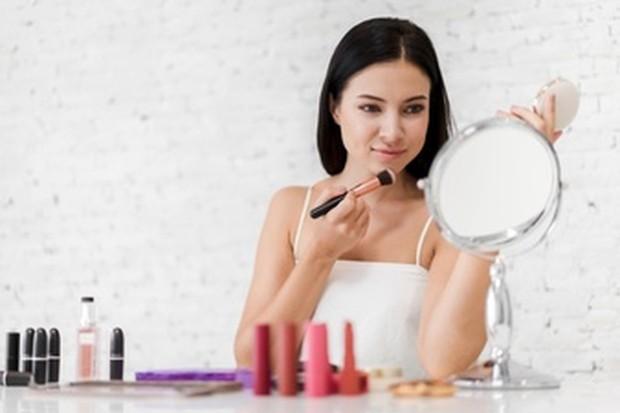 Tips membersihkan brush makeup