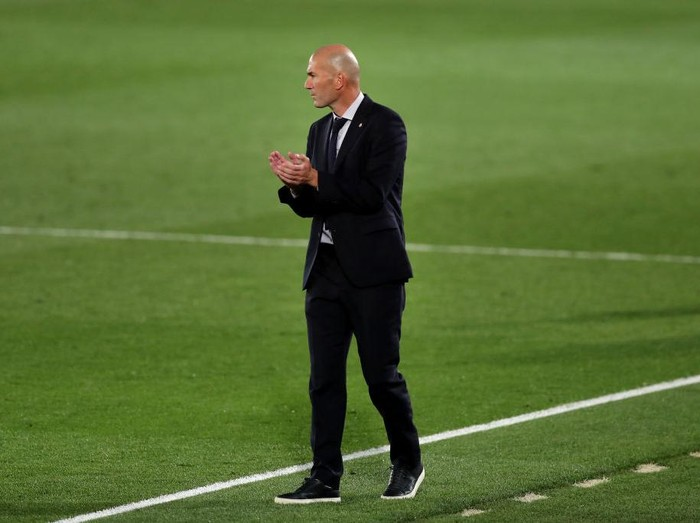 MADRID, SPAIN - SEPTEMBER 30: Zinedine Zidane, Head Coach of Real Madrid reacts during the La Liga Santander match between Real Madrid and Real Valladolid CF at Estadio Santiago Bernabeu on September 30, 2020 in Madrid, Spain. Football Stadiums around Europe remain empty due to the Coronavirus Pandemic as Government social distancing laws prohibit fans inside venues resulting in fixtures being played behind closed doors. (Photo by Gonzalo Arroyo Moreno/Getty Images)