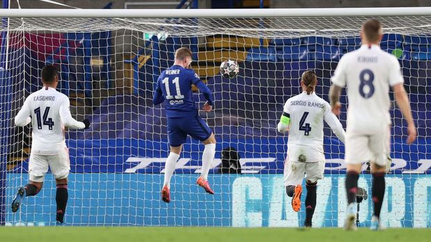 LONDON, ENGLAND - MAY 05: Timo Werner of Chelsea scores his team's first goal during the UEFA Champions League Semi Final Second Leg match between Chelsea and Real Madrid at Stamford Bridge on May 05, 2021 in London, England. Sporting stadiums around Europe remain under strict restrictions due to the Coronavirus Pandemic as Government social distancing laws prohibit fans inside venues resulting in games being played behind closed doors. (Photo by Clive Rose/Getty Images)