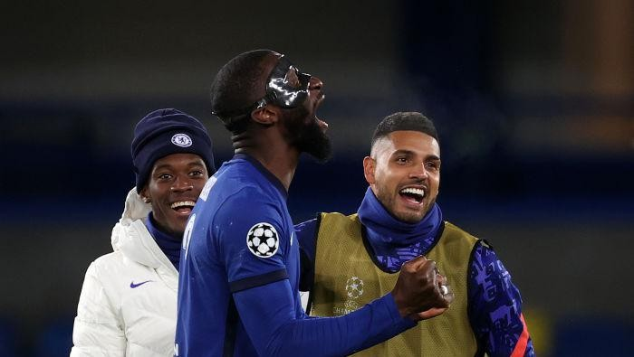 LONDON, ENGLAND - MAY 05: Callum Hudson-Odoi, Emerson Palmieri and Antonio Ruediger of Chelsea celebrate following the UEFA Champions League Semi Final Second Leg match between Chelsea and Real Madrid at Stamford Bridge on May 05, 2021 in London, England. Sporting stadiums around Europe remain under strict restrictions due to the Coronavirus Pandemic as Government social distancing laws prohibit fans inside venues resulting in games being played behind closed doors. (Photo by Clive Rose/Getty Images)