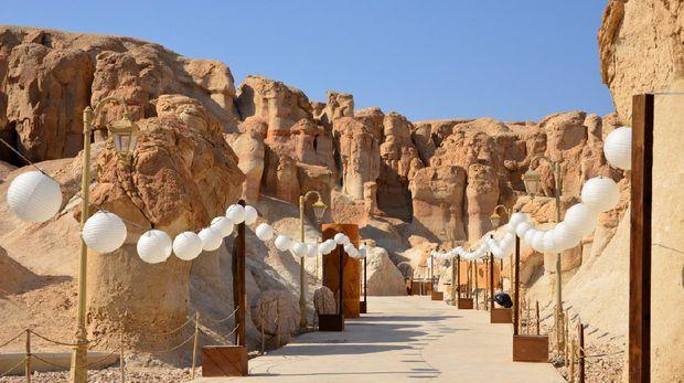 Al-Qarah, Al-Hofuf, Al-Ahsa Oasis, Eastern Province, Saudi Arabia: hoodoo lined gorge leading to Al-Nashab cave, Al-Qarah mountain / Jabal Al-Qarah / Al-shaba'an mountain, UNESCO world heritage site.