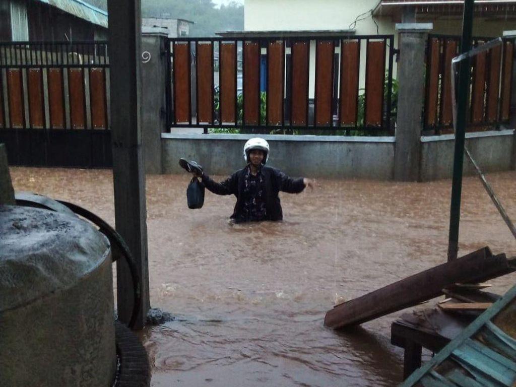 Diguyur Hujan Deras, Sejumlah Rumah di Bogor Terendam Banjir
