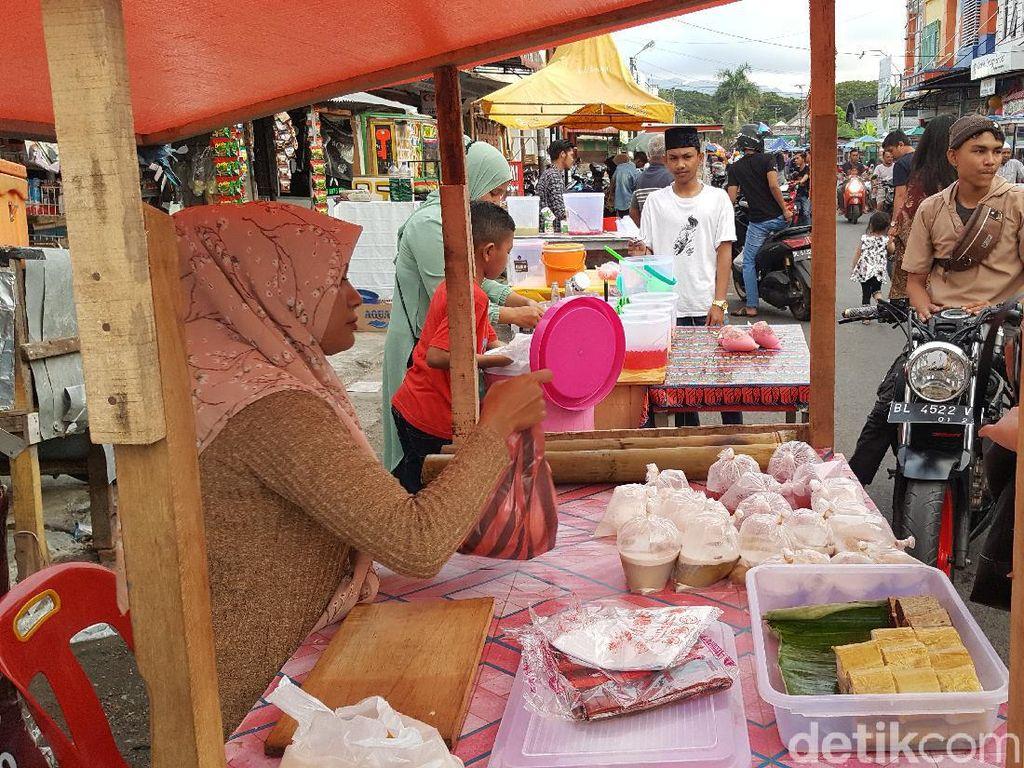 Foto: Berburu Takjil di Banda Aceh