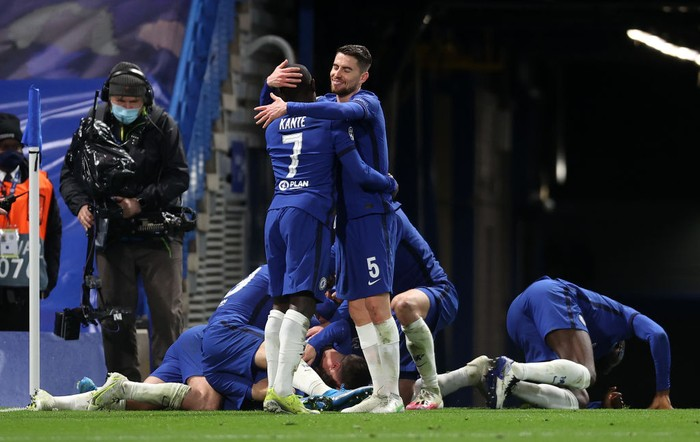 LONDON, ENGLAND - MAY 05: Jorginho and Ngolo Kante of Chelsea celebrate after Mason Mount (obstructed) scored their teams second goal during the UEFA Champions League Semi Final Second Leg match between Chelsea and Real Madrid at Stamford Bridge on May 05, 2021 in London, England. Sporting stadiums around Europe remain under strict restrictions due to the Coronavirus Pandemic as Government social distancing laws prohibit fans inside venues resulting in games being played behind closed doors. (Photo by Clive Rose/Getty Images)
