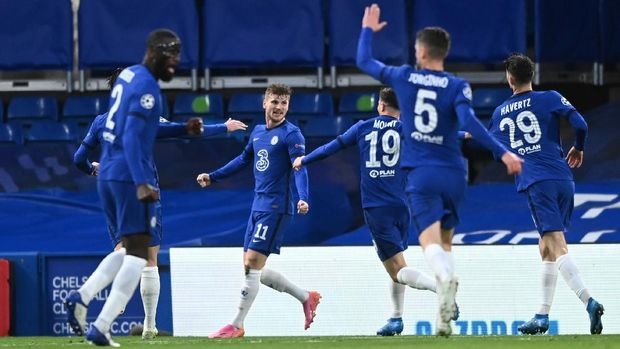 Soccer Football - Champions League - Semi Final Second Leg - Chelsea v Real Madrid - Stamford Bridge, London, Britain - May 5, 2021 Chelsea's Timo Werner celebrates scoring their first goal with teammates REUTERS/Toby Melville